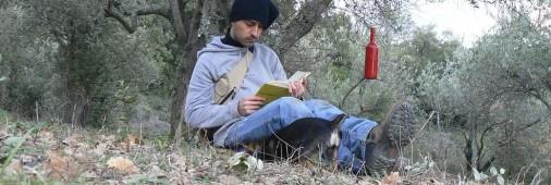 leggendo-rossa